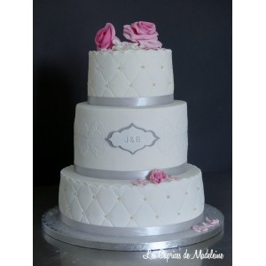 wedding cake dentelle et damassé (blanc, rose, gris)