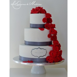 wedding cake roses rouges