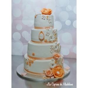 wedding cake dentelle et fleurs tons pêche